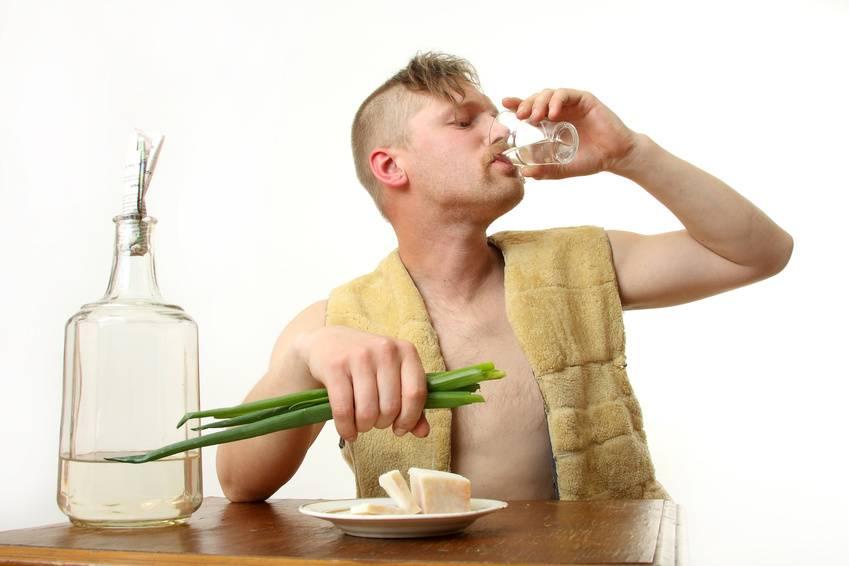 Как пить самогон — полезные советы