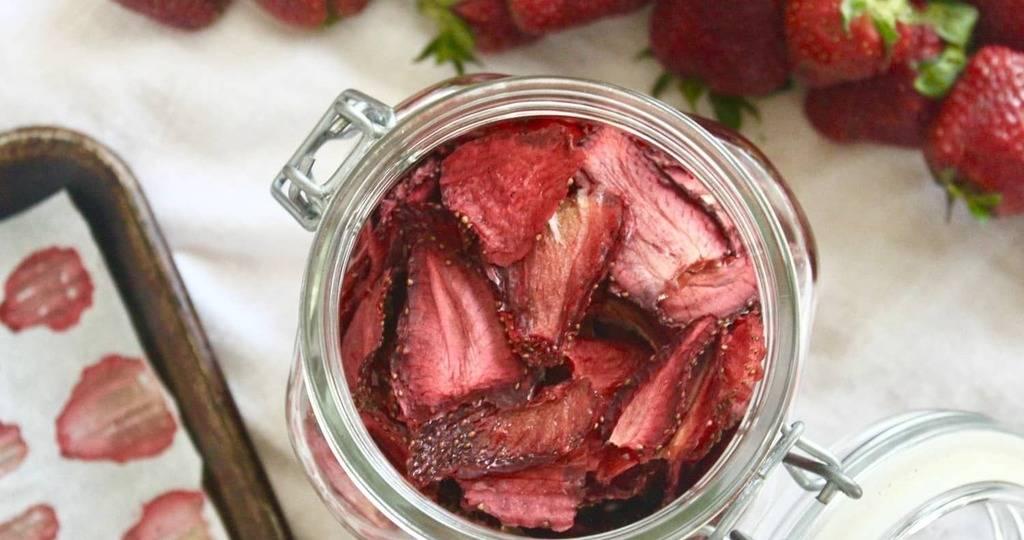 Как сушить землянику: секреты и правила длительного хранения. как сушить землянику для чая: польза ягод и листов