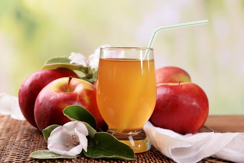 Красные и зеленые яблоки при гв: польза и правила употребления