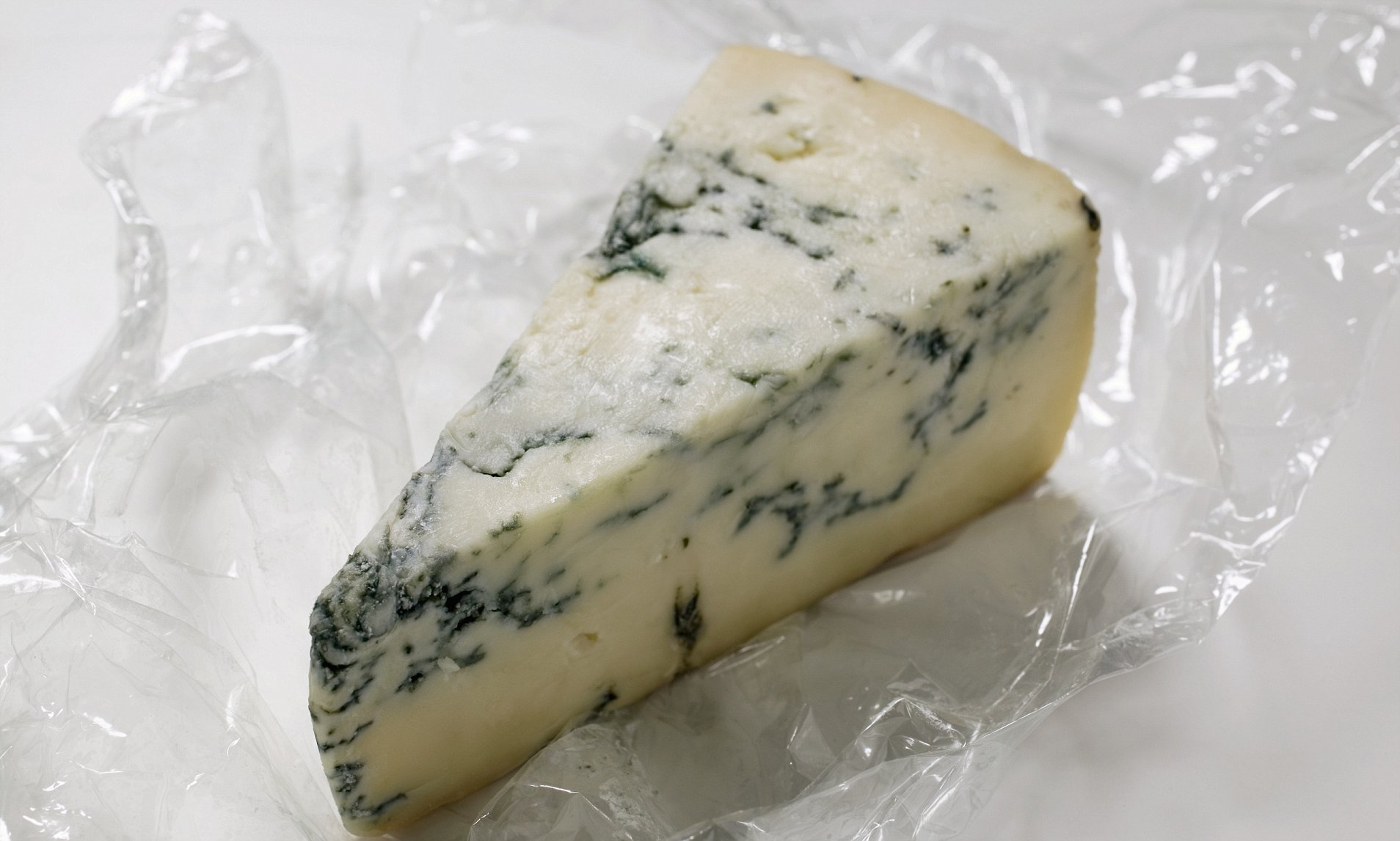 Безопасно ли есть голубой сыр (с плесенью) и можно ли его сделать дома