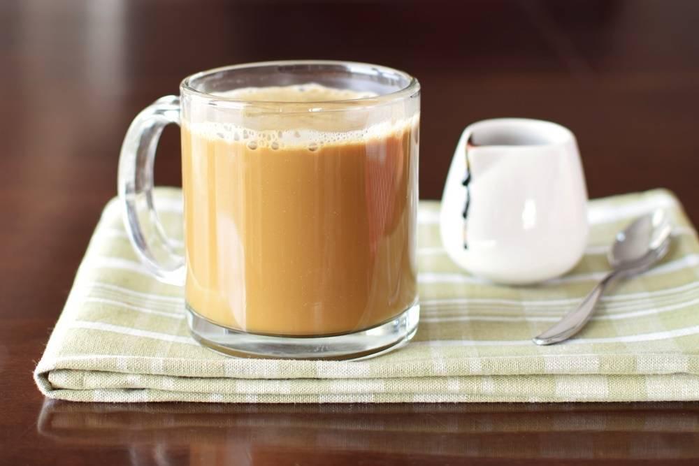 Чем полезен чай с молоком для женщин и мужчин?